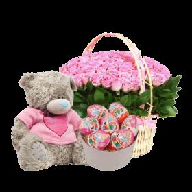 розовые роза, мишка и шоколадные сладости